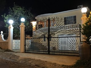Comfortable Guest house with A/C and Television - Albert Town vacation rentals