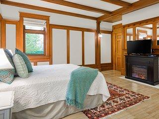 Executive Elegance Close to Lake - Kelowna vacation rentals