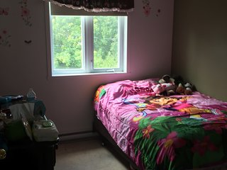 Room for rent in a quiet residential area - L'Ile-Perrot vacation rentals