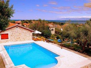 Comfortable apartment - Poljana, Island Ugljan - Sutomiscica vacation rentals