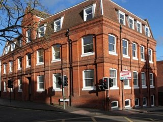 Saxon house FineStay Luxury 2 bedroom apartment sleeps 5 - London Colney vacation rentals