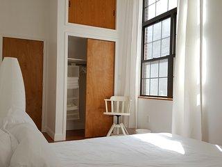 Live In Philly | Santorini Minimalistic Space - Philadelphia vacation rentals