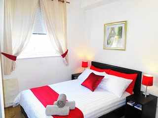 Dani Hampstead studio Flat21c - London vacation rentals