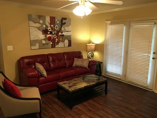 Immaculate Game Day (or any day) Condo - Tuscaloosa vacation rentals