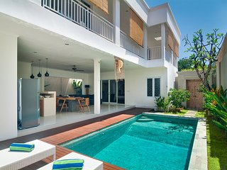 3BR Villa4 Seminyak/Oberoy,18mins walk 2 the beach - Seminyak vacation rentals