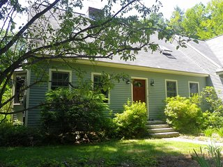 Spacious 4 Bedroom Family Home, close to town - Wolfeboro vacation rentals