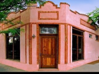 Upscale Converted Bakery: 4 Blocks from Streetcar: - Tucson vacation rentals