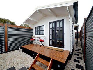 Modern funky fully self-contained 1 bedroom apartm - Semaphore vacation rentals