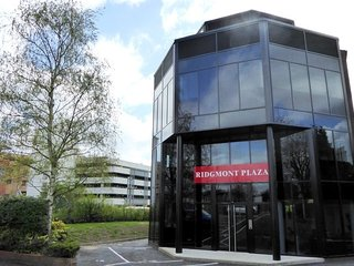 Ridgmont plaza Finestay Luxury spacious 1 bed with Gym - London Colney vacation rentals