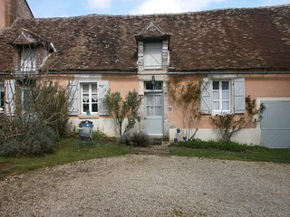 Beautiful 1 bedroom Gite in Treigny with Internet Access - Treigny vacation rentals