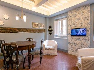La Finestra sulla Piazza, intimate nest - Cortona vacation rentals