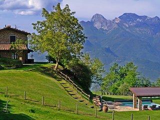 Panoramic traditional Tuscany farmhouse with pool - Pieve Fosciana vacation rentals