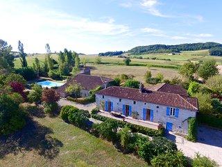 Larroque Haute, Beautiful 4 Bedroom Farmhouse - Bourlens vacation rentals