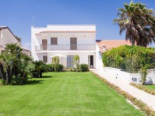 Villa Giulia fronte mare 2 appartamenti - Ispica vacation rentals
