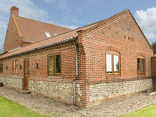 THE ANNEXE, all ground floor, private garden, pet-friendly, WiFi, Litcham, Ref 944281 - Litcham vacation rentals