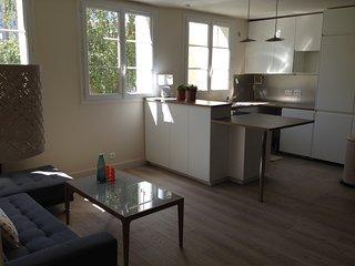 F4 design, 3 chambres doubles, près de la Défense - Colombes vacation rentals