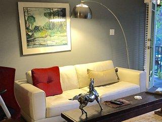 Comfortable 1 bedroom Condo in Glendale - Glendale vacation rentals
