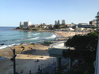 Beautiful 2 bedroom Cronulla Apartment with Internet Access - Cronulla vacation rentals