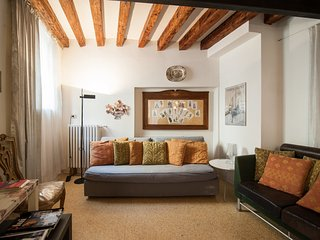 GRANDIBEN, in a Gothic Palazzo SAVE 20% CARNIVAL feb.9th to feb 19th - Venice vacation rentals