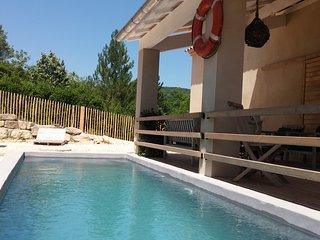 Mazet Provençal en Pierre du Pays - Saint-Andre-de-Roquepertuis vacation rentals