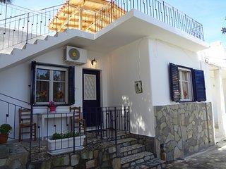 Bright 3 bedroom Ormos House with Internet Access - Ormos vacation rentals