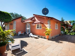 Luxury Bungalow, 5 Minutes walk to Beach and hotel - Brufut vacation rentals
