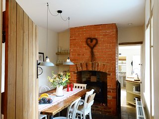 Beautiful House with Television and Central Heating - Wootton vacation rentals
