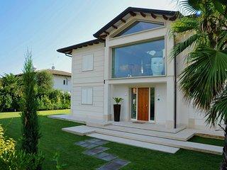 *LAST MINUTE* Villa Diamante near beach clubs - Forte Dei Marmi vacation rentals