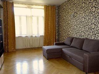 Spacious apartment near the square - Moscow vacation rentals