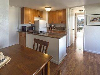 Island Colony 2202-Renovated 1 Bedroom Condo that Sleeps 4! - Honolulu vacation rentals