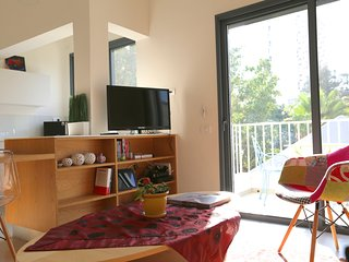 Bright & Quiet 1 BR suite - Gordon Beach - Tel Aviv vacation rentals