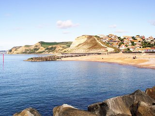 Romantic 1 bedroom West Bay Apartment with Internet Access - West Bay vacation rentals