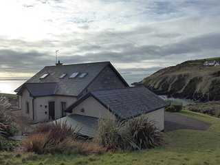Ballycotton holiday cottage next to the beach. - Ballycotton vacation rentals