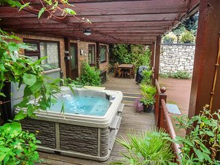ACORNS, ground floor apartment, en-suite, decked area with hot tub, near - Holywell vacation rentals