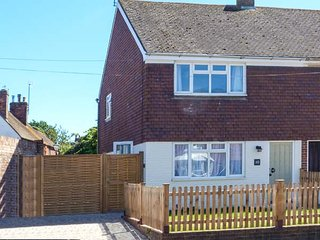 SUNNYSIDE, town centre location, lawned garden, open plan living, Rye, Ref 928236 - Rye vacation rentals