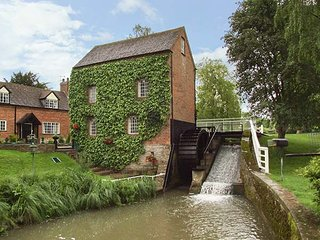 GRAFTON MILL, Grade II listed, character features, WiFi, Grafton Flyford, Ref 930672 - Inkberrow vacation rentals