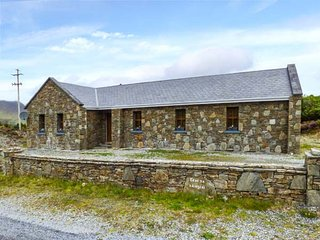 TEACH NA NAINGEAL, detached bungalow, en-suites, open fire, Letterfrack, Ref 936933 - Letterfrack vacation rentals