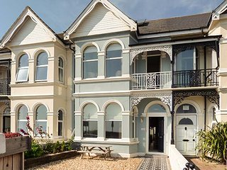 175 BRIGHTON ROAD, all bedrooms en-suite, open fire, enclosed courtyard, Worthing, Ref 942431 - Worthing vacation rentals