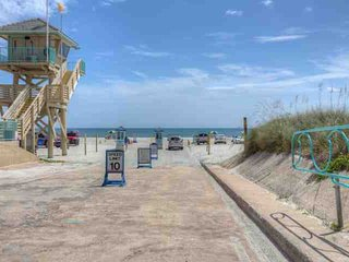 3BR Home Only Just Steps from Beach, River, Restaurants, Mini-Golf, Fishing Pier-Daytona Bch Shores - Daytona Beach Shores vacation rentals