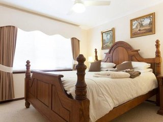 Mary's Bed and Breakfast-  The king Studio - Mount Claremont vacation rentals