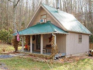 Romantic 1 bedroom Cabin in Fleetwood with Deck - Fleetwood vacation rentals