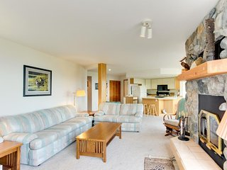 Welcoming condo with lake & mountain views, close to the slopes - Sandpoint vacation rentals