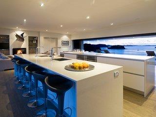 Luxury Holiday Home - Oke Beach House - Rawhiti vacation rentals