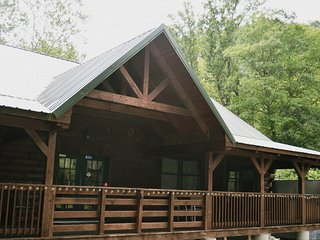 Revelles River Retreat - The Grizzly - Bowden vacation rentals