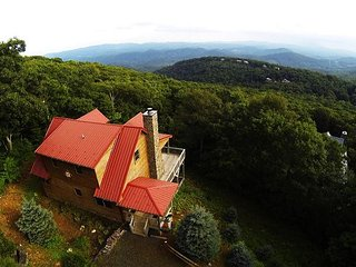 Take In Awe Inspiring Autumn Color Views From This Log Cabin! - West Jefferson vacation rentals