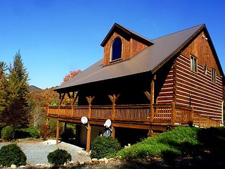 SPACIOUS TIMBER FRAME LOG HOME  HOT TUB, & WIFI! FOURTH OF JULY AVAILABLE! - Deep Gap vacation rentals