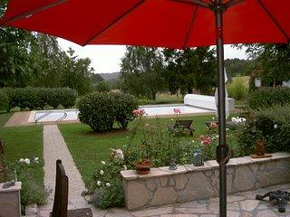 Longère avec piscibe et tennis dans un parc arboré - Trigueres vacation rentals