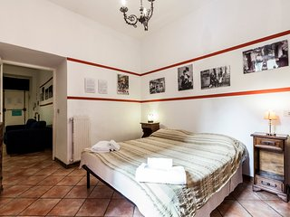 Roomy in Trastevere heart, Wi-Fi, typical roman furnishing, great location! - Rome vacation rentals