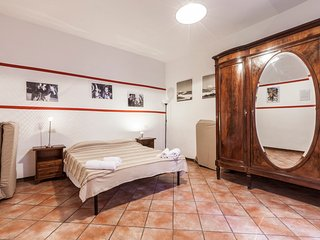 Typical Roman, roomy in Trastevere heart, Wi-Fi - Rome vacation rentals