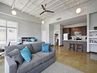 Dreamy Studio on E. 6th - Natural Light and Industrial Design - Austin vacation rentals